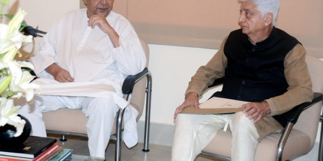 Odisha Chief Minister Naveen Patnaik with Wipro Chief Azim Premji