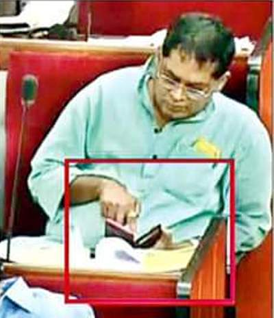 Naba Kishore Das watching porn in Odisha Assembly Porngate