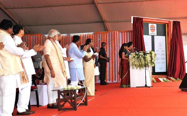 Prime Minister Narendra Modi inaugurating IOCL project