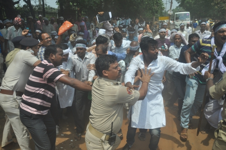 Farmers Enter Into Scuffle With Police In Odisha