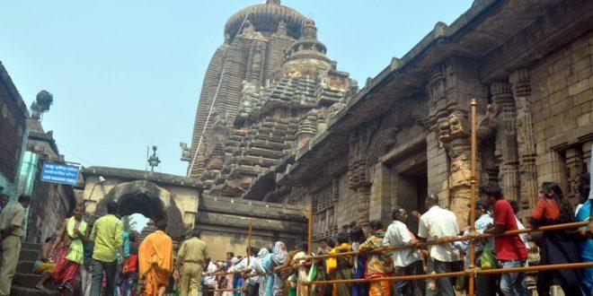 Thousands Throng At Shiv Shrines On Shivratri