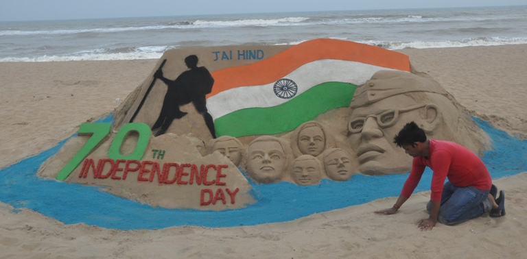 International Sand Artists Wish India on Independence Day
