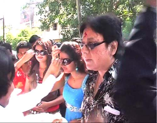 Oscar Chit Fund Depositors From Gujarat Seek Action Against Ollywood Actors