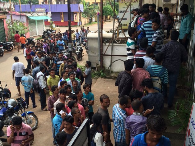 Mad Rush To Get Reliance Reliance Jio 4G SIM Card In Bhubaneswar