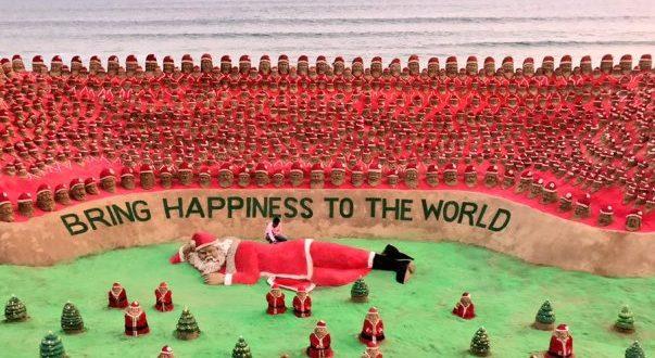 Sudarsan creates 1000 sand Santa Clauses