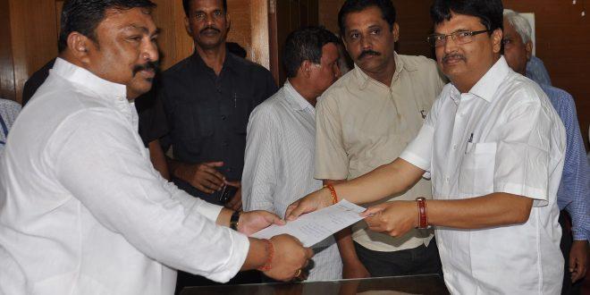 Speaker Niranjan Pujari resigns
