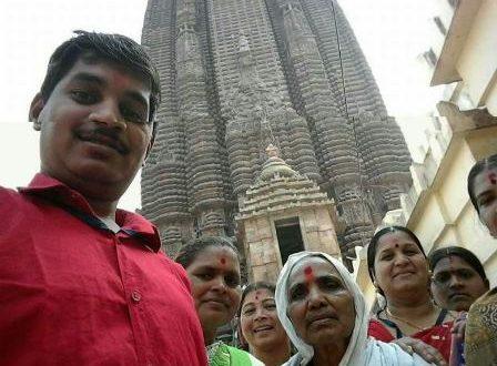 clicking photos inside Jagannath Temple