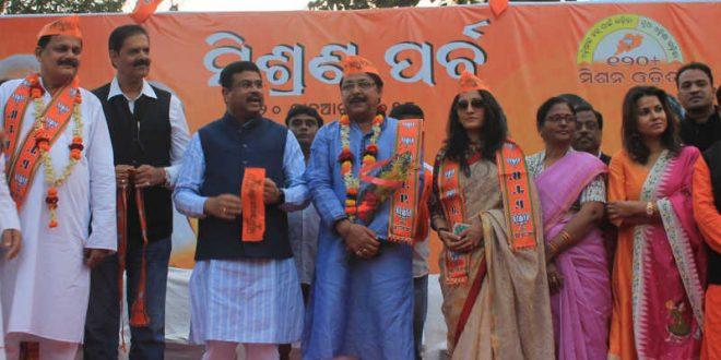 Mihir Das, Anu Choudhury join BJP; former BJD MLA also wears saffron clad