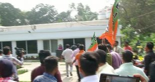 BJP workers vandalises Pandian's house, hurl cow dung