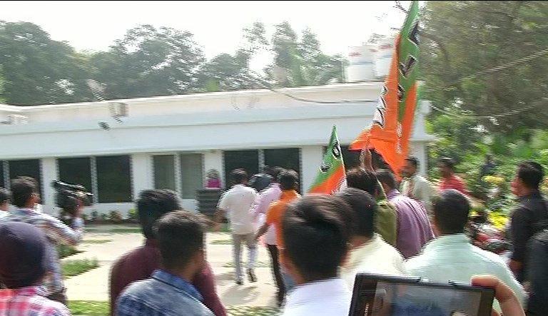 BJP workers vandalises Pandian's house, hurl cow dung