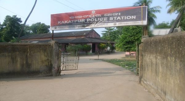 Police detain two persons over throwing cow dung at Kakatpur BDO