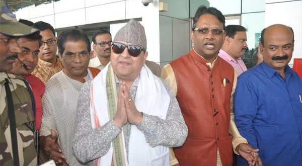 Nepal king visits Lingaraj temple in Bhubaneswar
