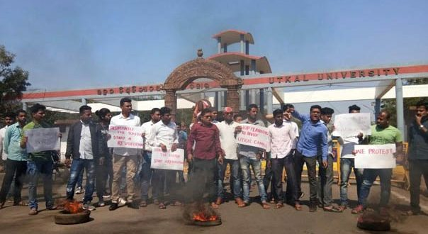 Utkal University students block NH protesting 2nd campus of RD University