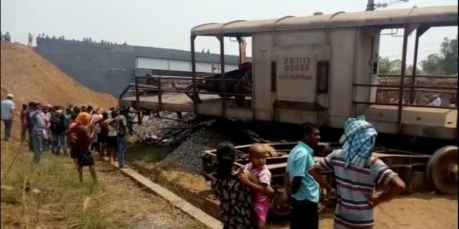 Goods train derails in Angul, one dies