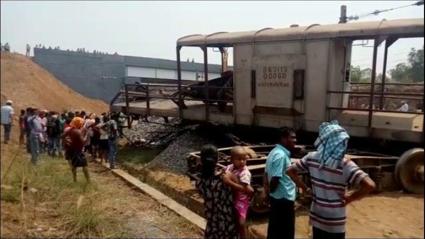 Goods train derails in Angul, one dies