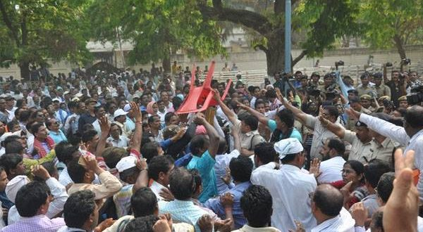 Panchayat Samiti members call off strike after talks with Minister