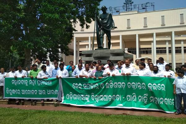 BJD disrupts Odisha Assembly on Mahanadi issue