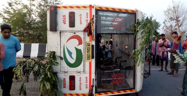 Over 20 injured as bus turns turtle in Ganjam