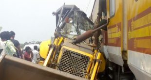 Ernakulam-Howrah Antodaya Express hits JCB machine in Odisha