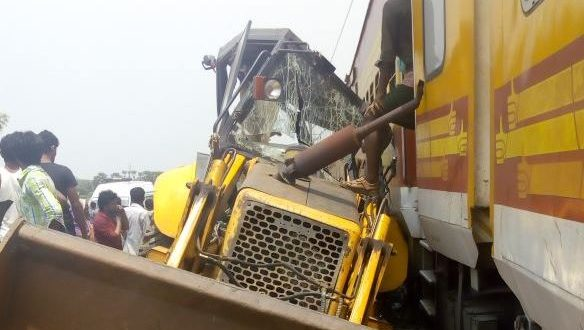 Ernakulam-Howrah Antodaya Express hits JCB machine in Odisha