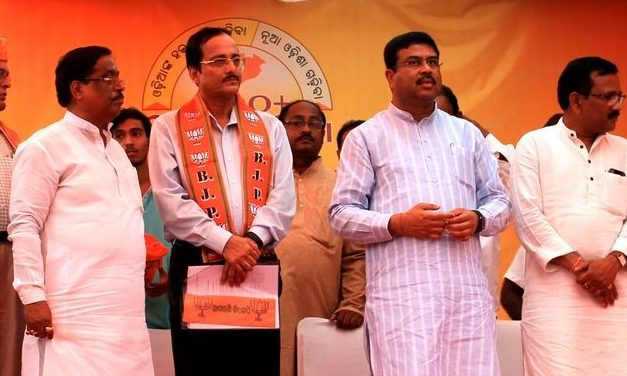 Retired IAS officer Ashok Tripathy joins BJP in Odisha