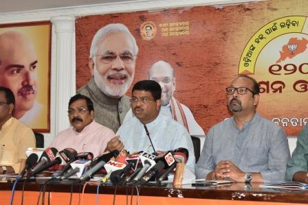 Raman Singh's statement on Mahanadi 'condemnable': Dharmendra