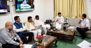 Dharmendra, Jual meet Goyal on disbursal of farm insurance claims