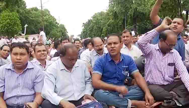 Odisha govt recommends salary cut for agitating teachers