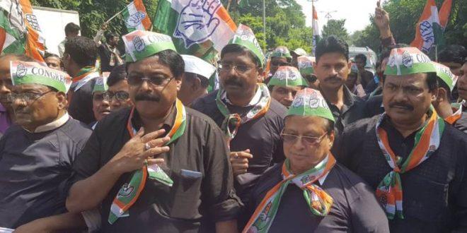 Odisha Congress holds demo before CBI office against Modi govt
