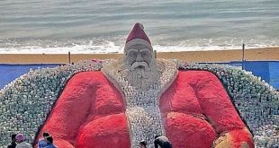 Sudarsan creates world's biggest Santa Clause on sand with plastic bottles