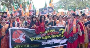 BJP Mahila Morcha holds Lal Churi Abhiyan against Odisha govt