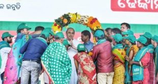 Odisha CM transfers money to 1.78 lakh landless agricultural labourers