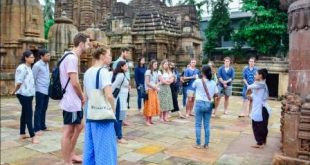 Temples, Old Town traditions mesmerize Australian engineering students