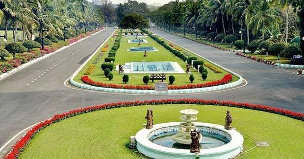 Odisha Raj Bhawan garden