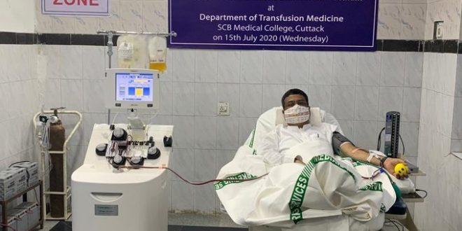 Dharmendra Pradhan donates plasma