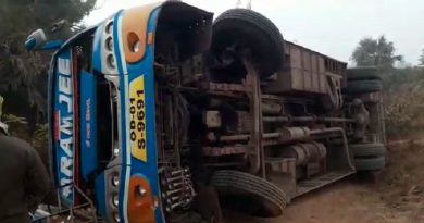 Bus overturns in Dhenkanal