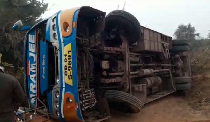 Bus overturns in Dhenkanal