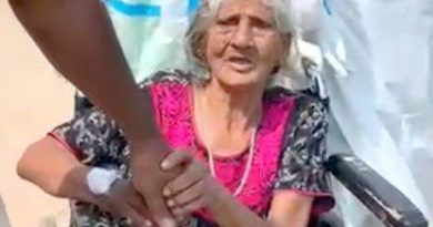 98-year-old woman defeats second wave
