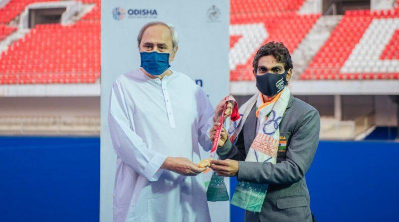 Odisha CM felicitates Pramod Bhagat