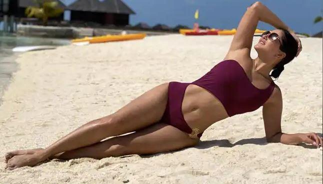 Sunny Leone shares her look in purple bikini